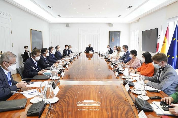 스페인 총리와의 회담 모습