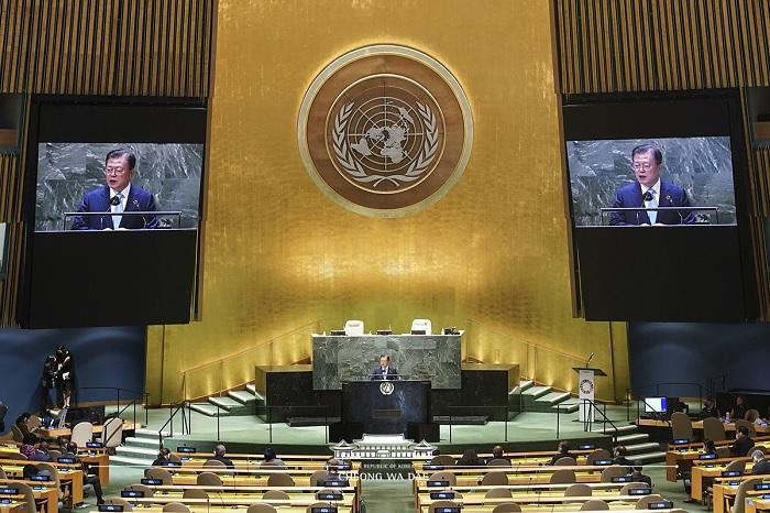 문재인 대통령 연설 모습