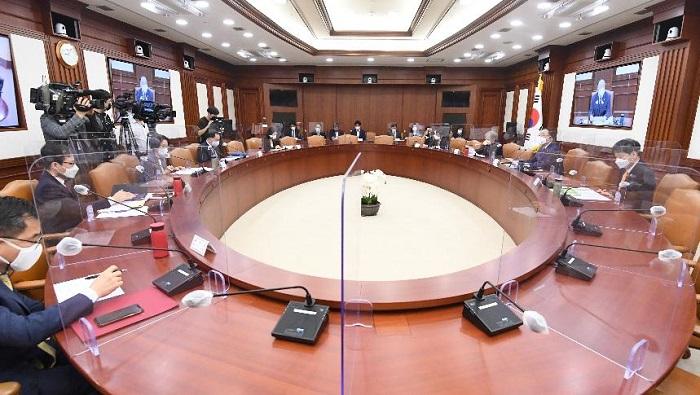 홍남기 부총리 겸 기획재정부 장관이 9월 27일 정부서울청사에서 열린 '제224차 대외경제장관회의'를 주재, 모두발언을 하고 있다.